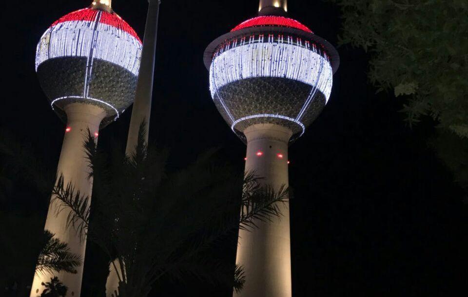 أبراج الكويت تتزين بالعلم المصري تزامنًا مع زيارة السيسي